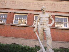 Statue du lycée Paul Langevin